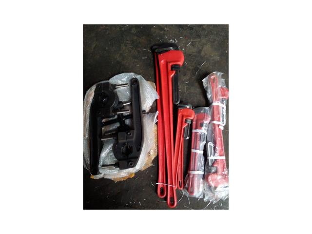 Ключ для раскручивания буровых штанг и труб